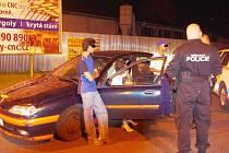 PODEZŘELÁ SKUPINKA. Strážníci zadrřeli podezřelou skupinku v centru města