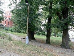 Pozemky v blízkém okolí červeného kostela Na Perštýně.