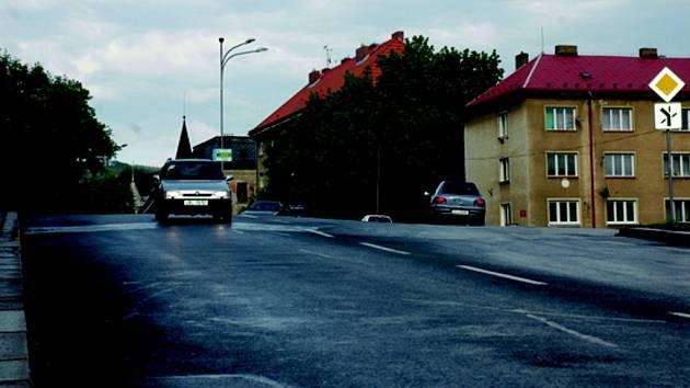 KUDY VEDE CESTA. Křižovatka na libereckém Štefánikově náměstí zamotá hlavu nejednomu řidiči.