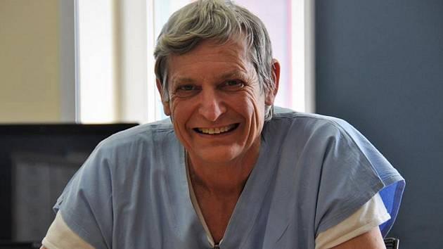 Kardiolog Jan Horák. Kromě IKEMu působil 14 let ve Všeobecné fakultní nemocnici v Praze a také v Kataru, kde vedl katetrizační laboratoř v Hamad Medical Corporation.
