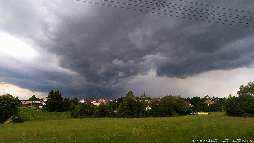 Čtvrteční bouřka nad Libercem.