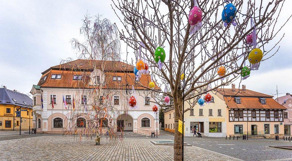 Náměstí Hrádku nad Nisou zaplavily velikonoční ozdoby.