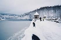 Harcovská přehrada v zimě.