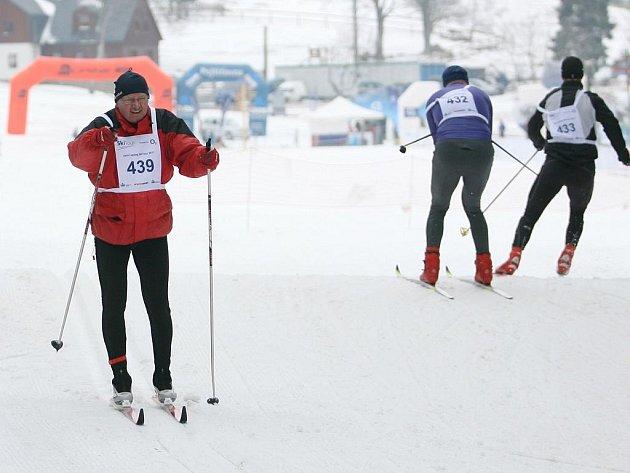 Dvoudenním závodem Jarní Epilog Ski tour vBedřichově ukončili symbolicky zimu také příznivci běžek.