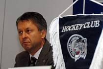 Trenér Bílých Tygrů Dušan Gregor.