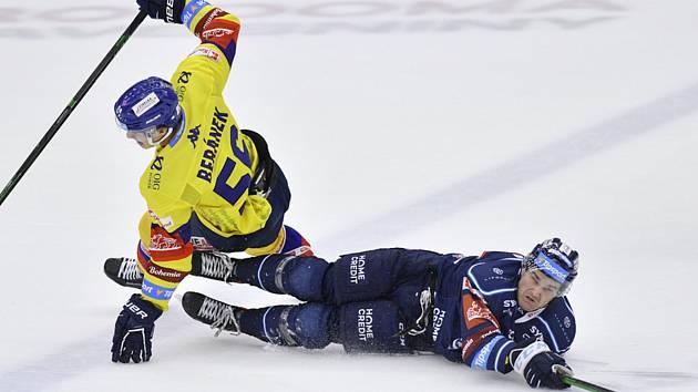 Liberečtí hokejisté (v modrém) po šesti zápasech vyhráli. Porazili České Budějovice 3:2.