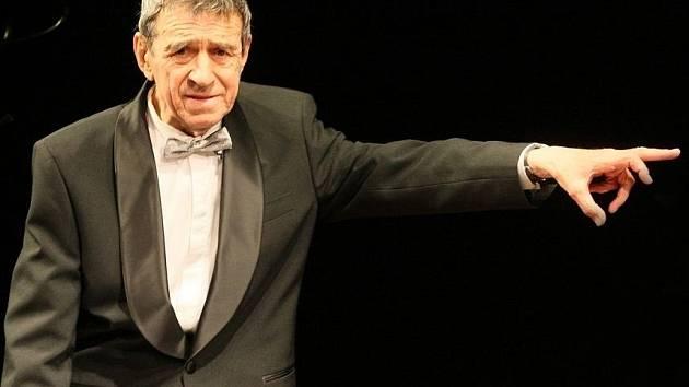 HEREC FRANTIŠEK PETERKA v dubnu 2012 na svých devadesátých narozeninách v Divadle F. X. Šaldy.