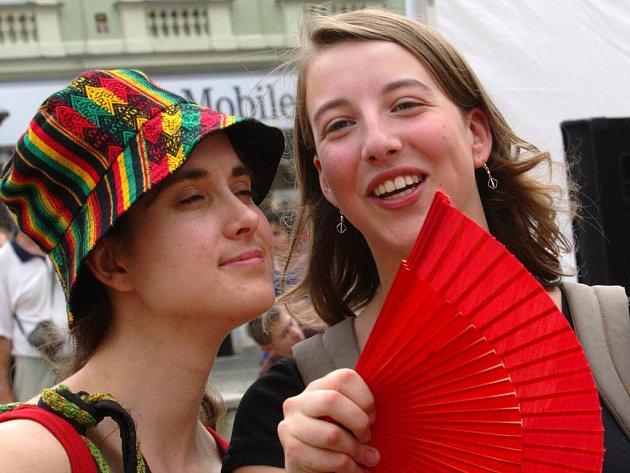 Mladí esperantisté představili Liberečanům zvyky, písně i pochutiny z jejich zemí.