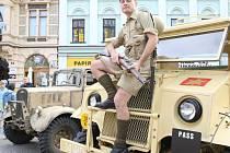 Návštěvníci Road Show k válečnému filmu Tobruk obdivovali především stará vojenská auta a zbraně, navlas podobná těm z legendární bitvy 2. světové války.