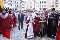 Trhovci,  účinkující, ale i politici na sebe uplynulý víkend navlékli  renesanční kostýmy a přispěli tak k atmosféře dobového jarmarku, který se konal v Liberci před radnicí.