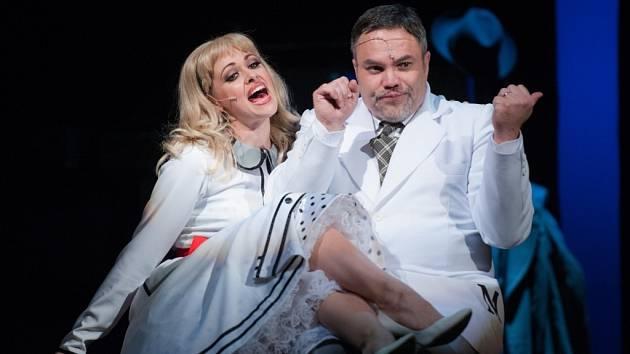 SHE LOVES ME. V novince liberecké opery opět spolupracuje syn a otec Jan a Oldřich Křížovi. Představí se v něm ale i mladí talentové i držitelé Thálií.