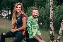Sourozenci Ondřej Kolář a Lucie Kolářová si jsou blízcí. Když můžou, jdou si zahrát plážový volejbal.