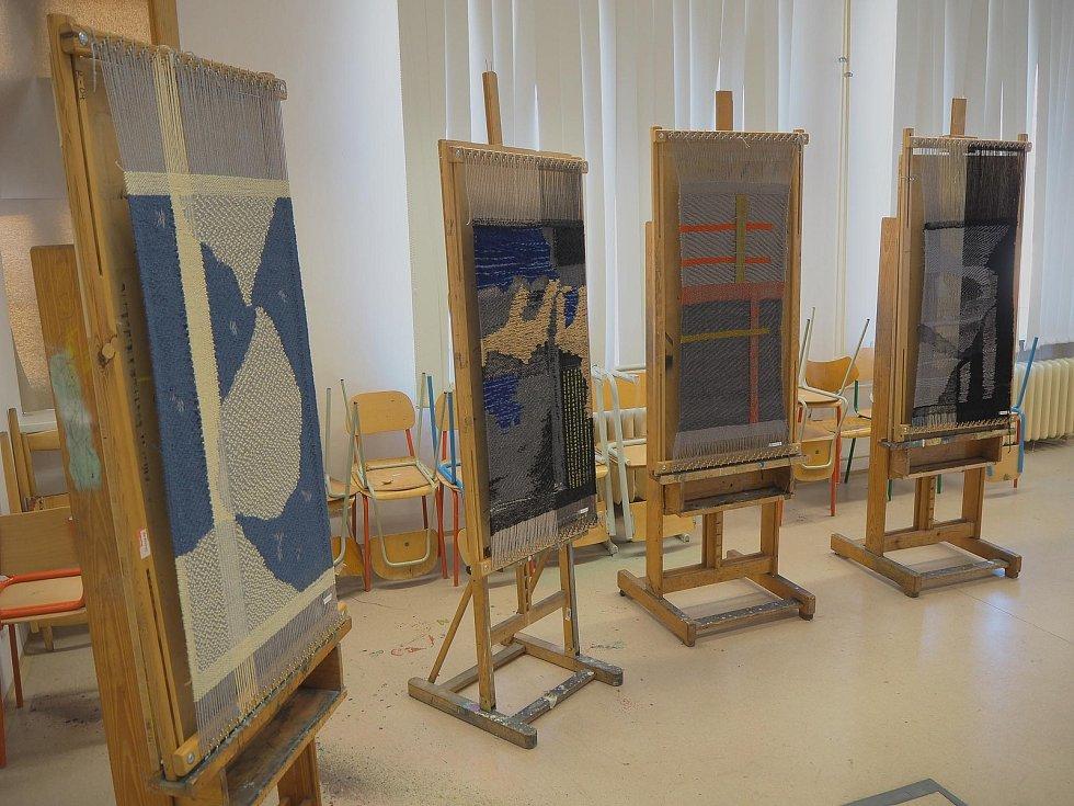 Studenti pracovali také s unikátní technikou vazebné tapiserie.