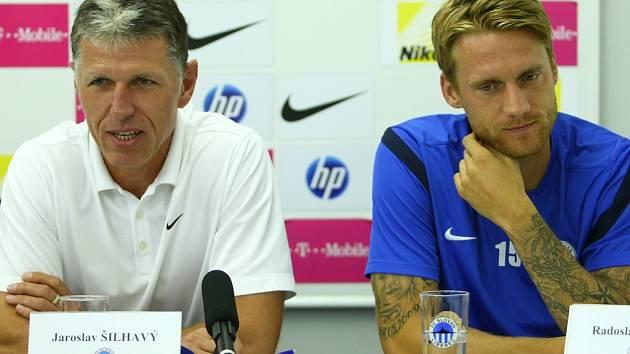 ODCHÁZEJÍ. Zatímco trenér Jaroslav Šilhavý (vlevo) odchází z Liberce do Jablonce, stoper Radoslav Kováč míří do Sparty.