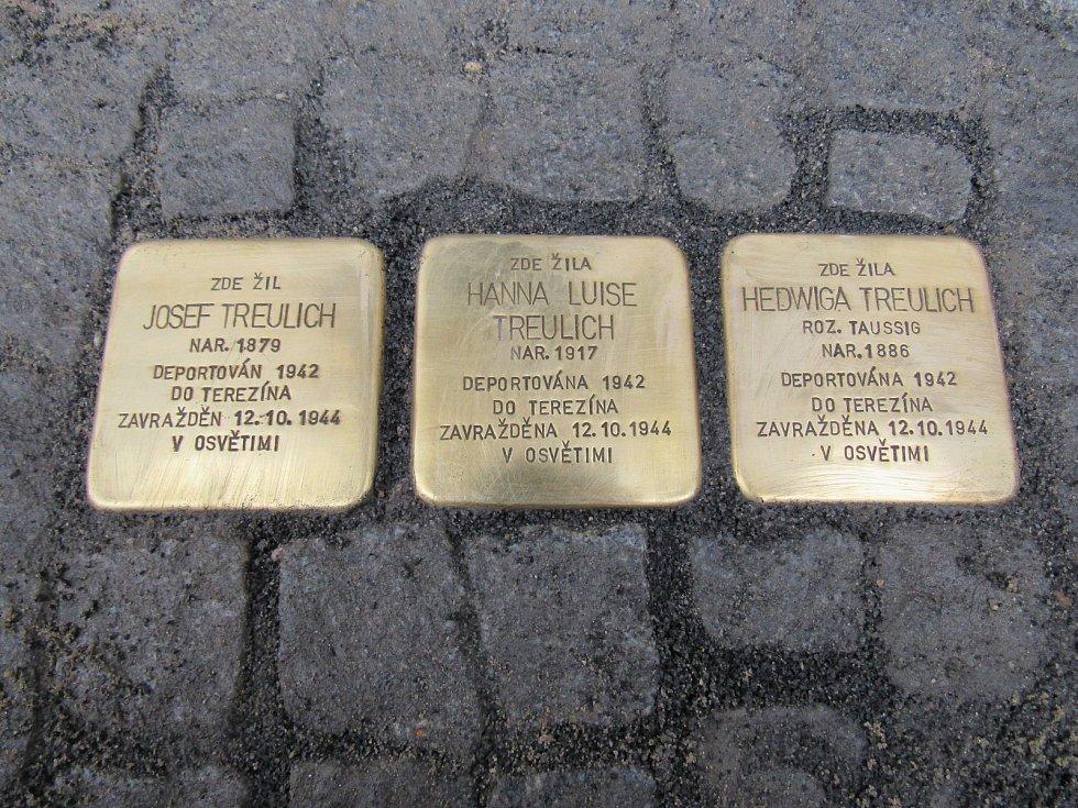 V Liberci je dalších šest nových Kamenů Zmizelých, které upomínají na zavražděné Židy. Do dlažby před domy, ve kterých Židé před válkou žili, je položil osobně Gunter Demnig.