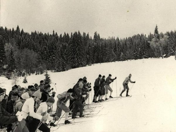 ARCHIVNÍ fotografie zjednoho zprvních ročníků Jizerské 50.