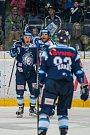 Utkání 9. kola Tipsport extraligy ledního hokeje se odehrálo 1. října v liberecké Home Credit areně. Utkaly se celky Bílí Tygři Liberec a HC Dynamo Pardubice. Na snímku zleva Lukáš Jašek a Petr Jelínek.