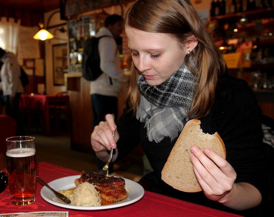 OKTOBERFEST 2012. Mlsné jazýčky ochutnaly bavorské speciality.