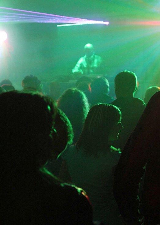 OPEN AIR PARTY 2011. Nejnavštěvovanější byly na Nové Vsi open air party pod širým nebem.