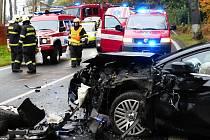 Nehoda v Mníšku u Liberce uzavřela ve středu dopoledne silnici. Tři lidé se při ní zranili.