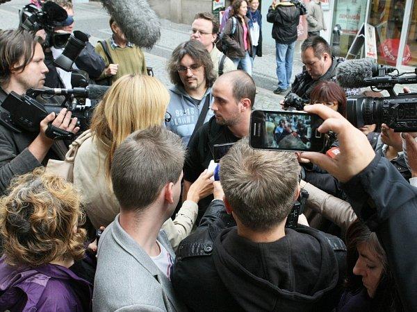 Pavel Vondrouš si uspořádal vlastní tiskovou konferenci vcentru Liberce.