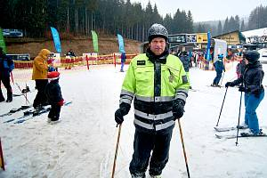 Preventivní akce policie zaměřená na lyžaře.