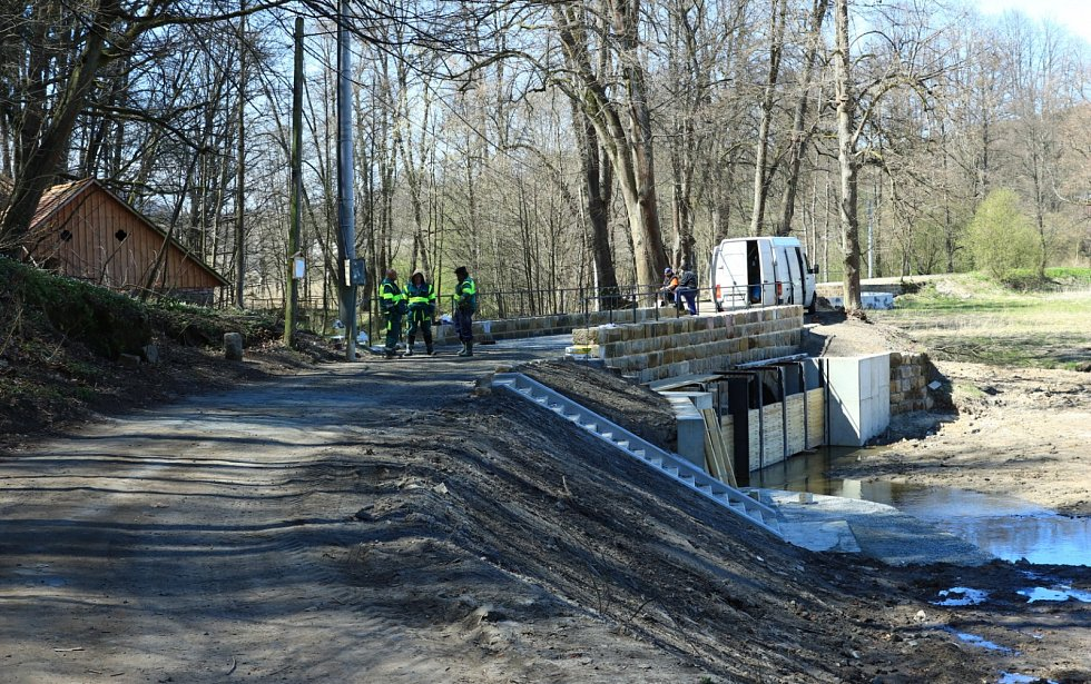 Zase o něco hezčí bude procházka v okolí zámku Lemberk. Po deseti letech se vrátí voda do Pivovarského rybníka.