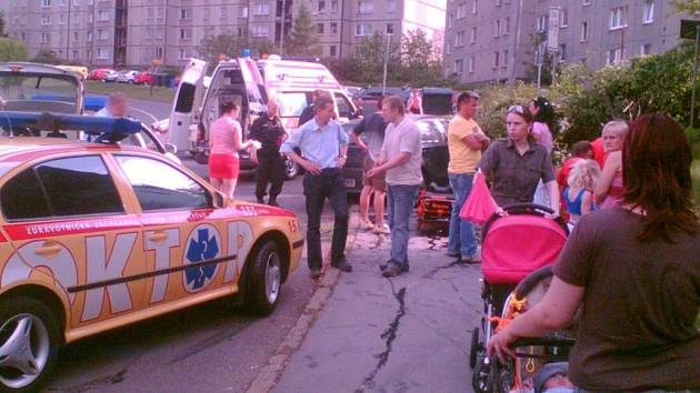 MĚLI OHROMNÉ ŠTĚSTÍ. Místo nehody krátce po kolizi. Ulice  je místem, kde denně chodí nejenom maminky s kočárky.