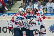 Utkání 9. kola Tipsport extraligy ledního hokeje se odehrálo 1. října v liberecké Home Credit areně. Utkaly se celky Bílí Tygři Liberec a HC Dynamo Pardubice. Na snímku radost hokejistů Pardubic, vlevo je Tomáš Rolinek a vpravo Jiří Hunkes.