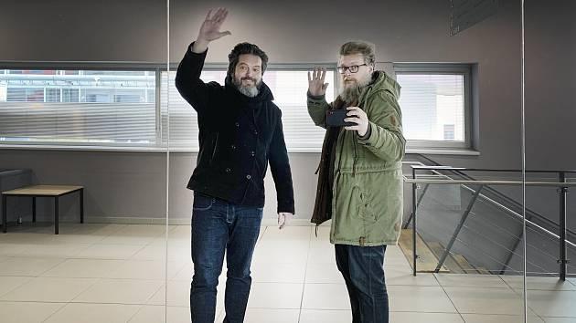 Tomáš Tesař (na fotografii vpravo v zelené bundě)