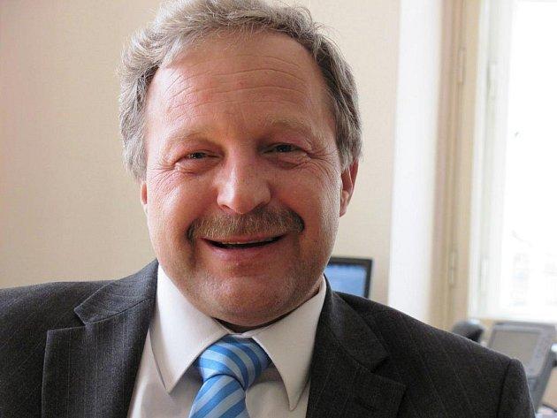 TAJEMNÍK. Nejvyšší muž magistrátu, šéf úředníků, je v Liberci Jindřich Fadrhonc.