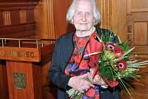 Paní Blažková oslavila na radnici 102 let.