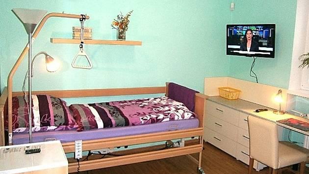 Další samostatný jednolůžkový pokoj otevřeli na sklonku minulého roku pracovníci Centra zdravotní a sociální péče Liberec v DPS na Borovém vrchu.