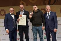 Zástupci pivovaru Frýdlant přebírající ocenění v soutěži European Beer Star 2019.