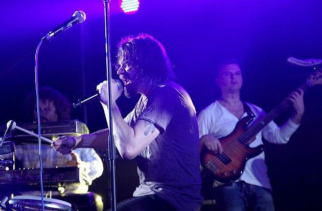 Funk jazz rapové kapela J. A. R. předvedlo v Eurocentru v Jablonci nad Nisou téměř dvouhodinový koncert nabytý energií a dobrou muzikou.