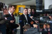 Výjezdní zasedání vlády ČR v Libereckém kraji proběhlo 13. března. Na snímku zprava je premiér v demisi Andrej Babiš (ANO) a hejtman Libereckého kraje Martin Půta před schůzkou se členy Rady Libereckého kraje.