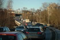 Chátrající most, který je dopravní tepnou města Liberce způsobuje čím dál větší problémy.