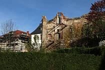 """Hrádecká stavba a kulturní památka """"Azyl"""" již dávno ani náznakem nepřipomíná svou krásu a cenu."""