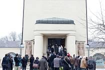 Poslední rozloučení s architektem Karlem Hubáčkem v libereckém krematoriu.