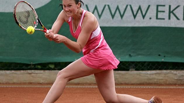 VERONIKA ZAVODSKÁ (na snímku) včera porazila v duelu dvou českých tenistek Evu Rutarovou ve dvou setech a postoupila do druhého kola jabloneckého mezinárodního turnaje.