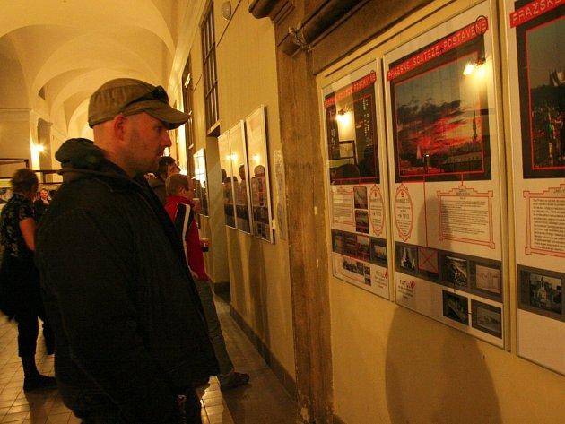 Studenti architektury Technické univerzity v Liberci reagovali svou tvorbou na spory kolem Kaplického návrhu národní knihovny v Praze.