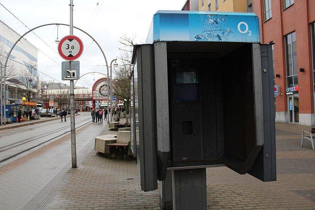 Zrušená telefonní budka na Fügnerově ulici vLiberci.