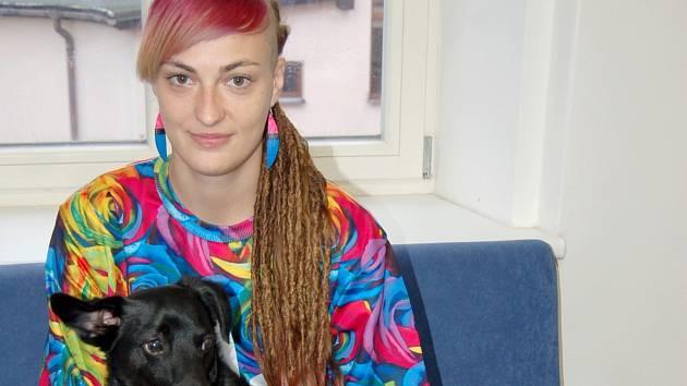 FRANTIŠKA ZVERKOVÁ, předsedkyně občanského sdružení Šance zvířatům, má doma dvě kočky a dva psy.