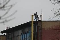 Muž nakonec ze střechy neskočil