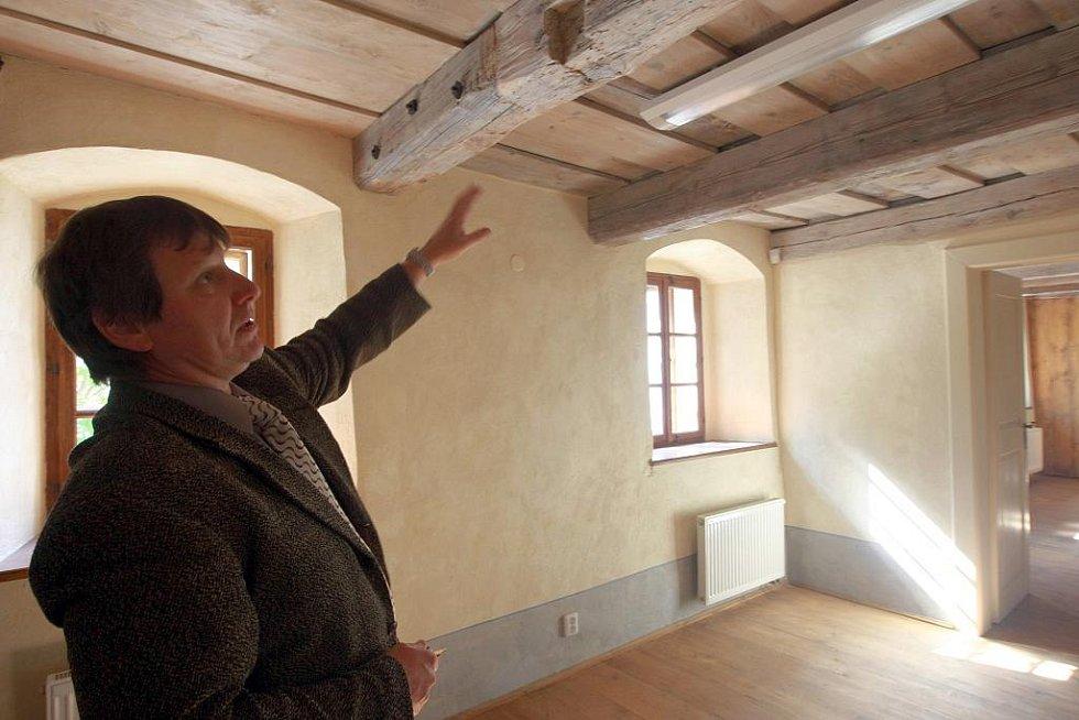 ČESKOLIPSKÁ ŠATLAVA. Objekt bývalého vězení z 16. století se proměňuje v novou archeologickou expozici.