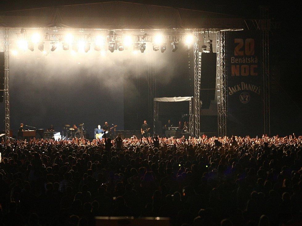 Tisíce fanoušků při vystoupení kanadského zpěváka