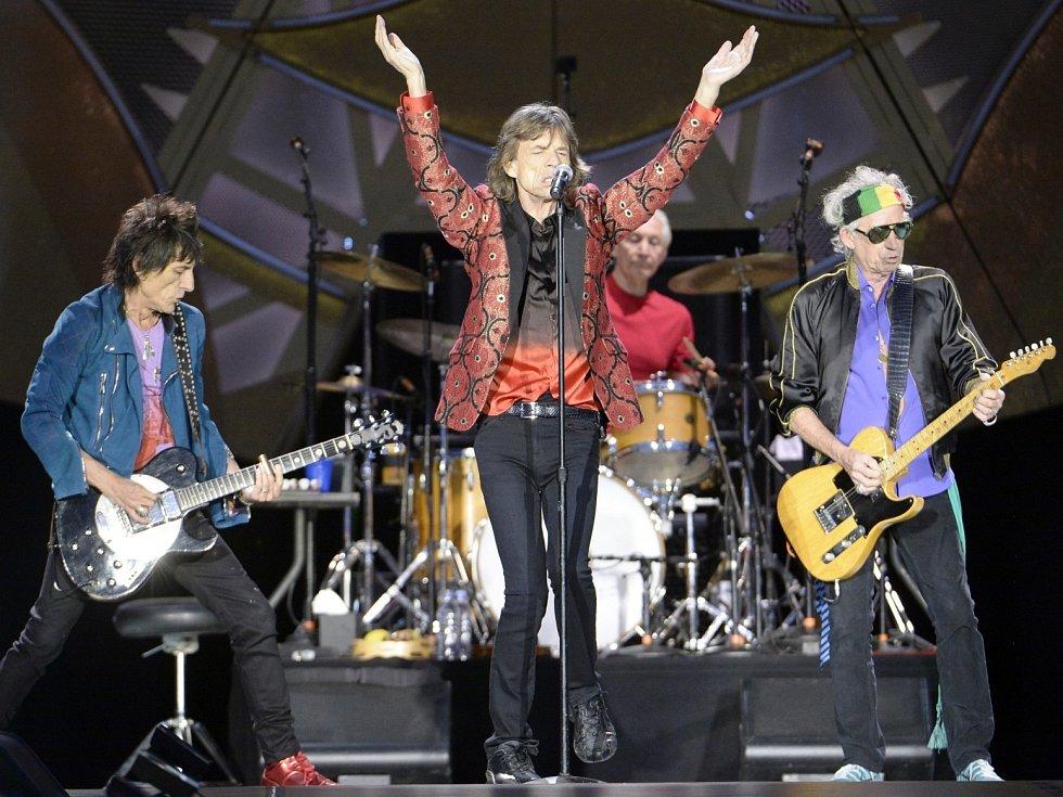 ROLLING STONES ve Vídní. Mick Jagger stále bavil publikum svými jedinečnými tanečními kreacemi.