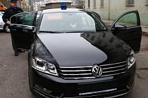 NOVÝ POLICEJNÍ PASSAT. Policisté z Krajského ředitelství policie Libereckého kraje si posvítí na silniční piráty.
