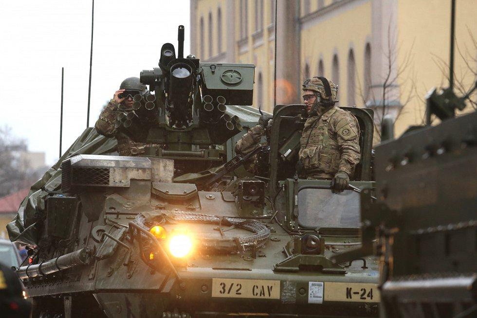 Konvoj dorazil ke kasárnám v Liberci.