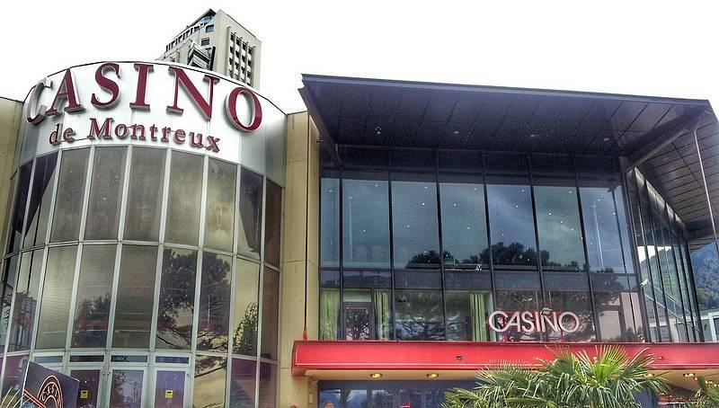 CASINO DE MONTREUX, ve kterém se nachází nahrávací studio Mountain Studios, kde nahrávali Queen a nyní tu mají muzeum. Stejné kasino v roce 1971 zapálil fanoušek Franka Zappy. Deep Purple o mlze nad Ženevským jezerem napsali Smoke on the Water.